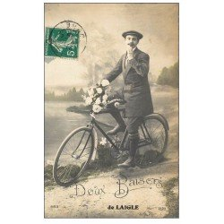 carte postale ancienne 61 LAIGLE L'AIGLE. Doux baiser d'un Cycliste 1912