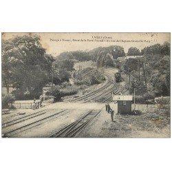 carte postale ancienne 61 LAIGLE L'AIGLE. Passage à niveau Route Ferté-Fresnel. L'Express de Granville 1925