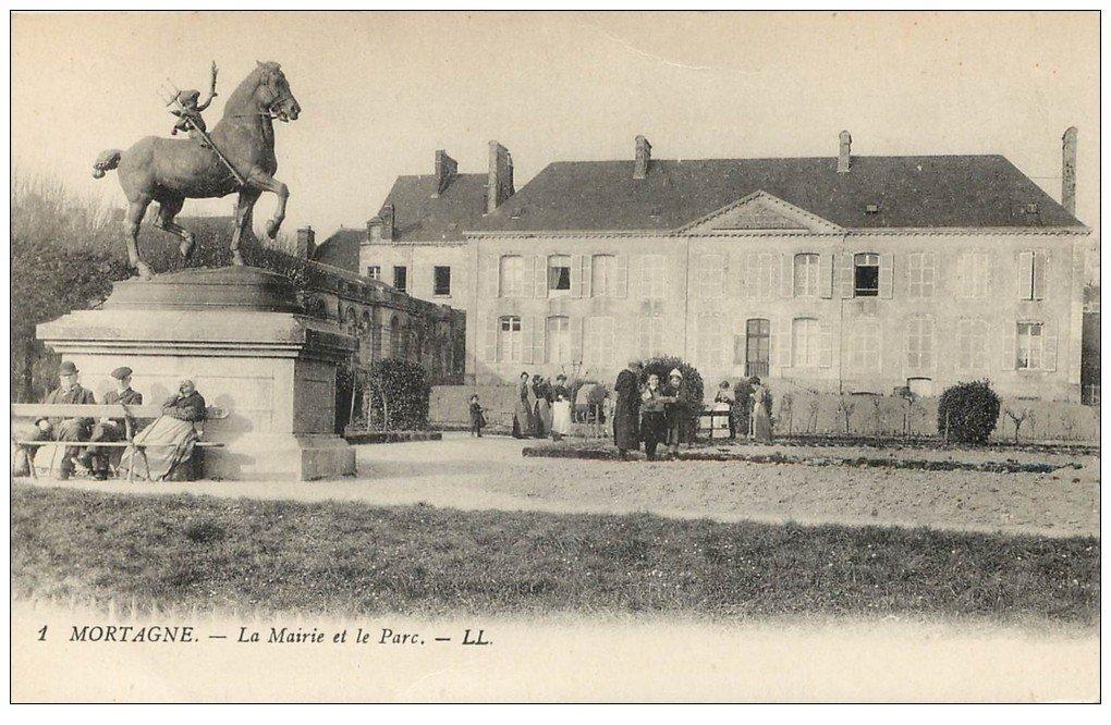 carte postale ancienne 61 MORTAGNE. Mairie et Parc animés
