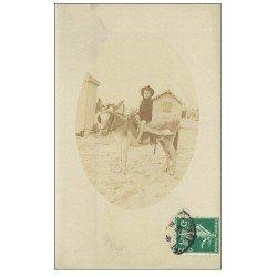carte postale ancienne 62 BERCK. Fillette sur un Ane. Carte Photo 1908