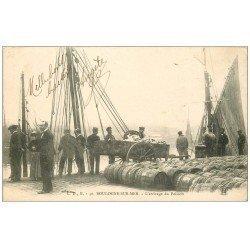carte postale ancienne 62 BOULOGNE-SUR-MER. Arrivage du Poisson vers 1900. Métiers de la Mer