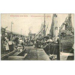 carte postale ancienne 62 BOULOGNE-SUR-MER. Débarquement du Poisson 1906. Métiers de la Mer