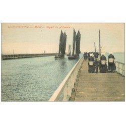 carte postale ancienne 62 BOULOGNE-SUR-MER. Départ de Pêcheurs. Métiers de la Mer