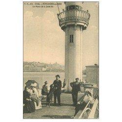 carte postale ancienne 62 BOULOGNE-SUR-MER. Le Phare et Jetée Est