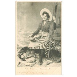 carte postale ancienne 62 BOULOGNE-SUR-MER. Matelote Pêcheuse de Crevettes vers 1900