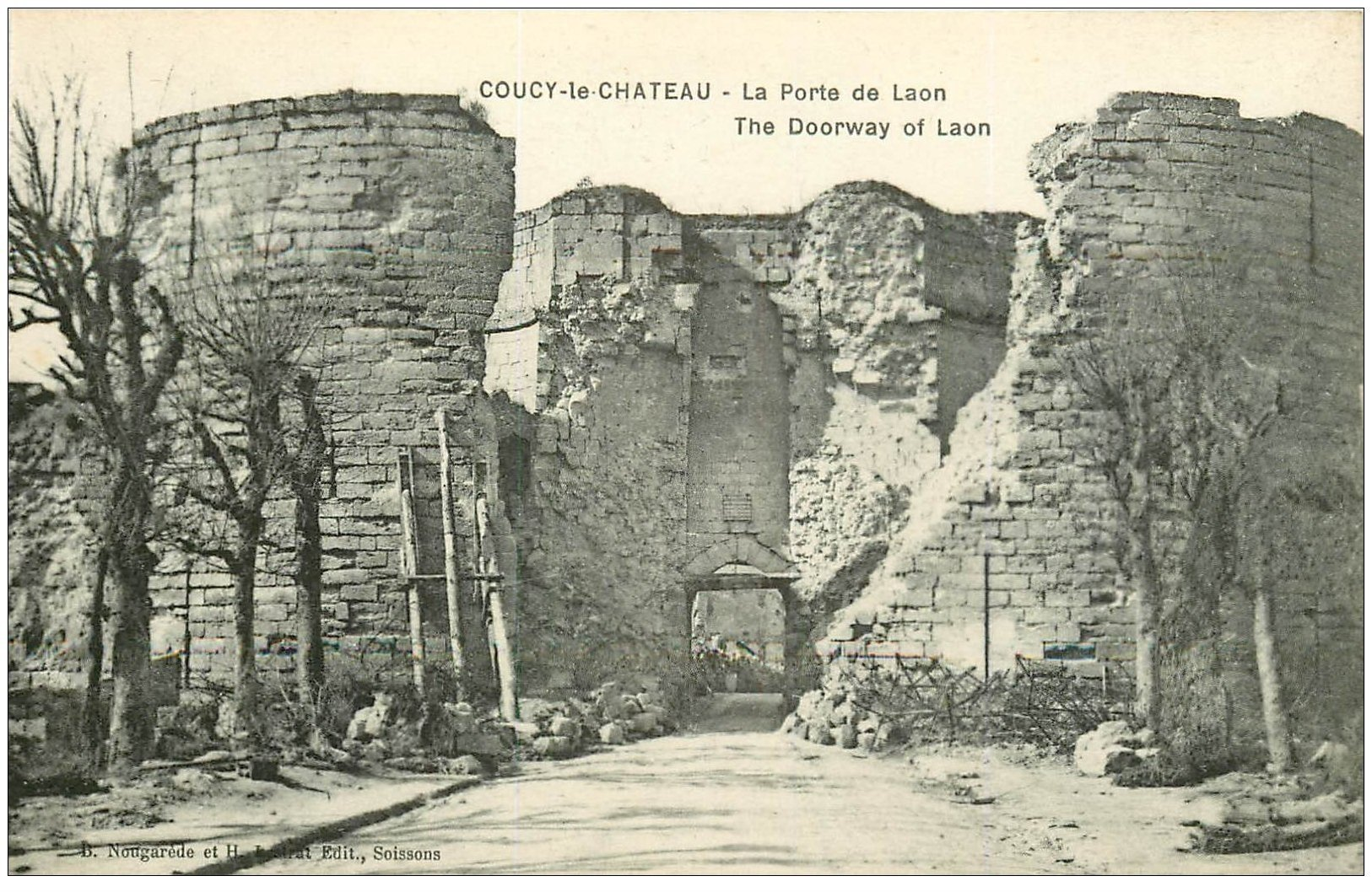 carte postale ancienne 02 COUCY-LE-CHATEAU. Porte de Laon