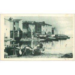 carte postale ancienne 13 MARTIGUES. Pêcheur dans sa barque