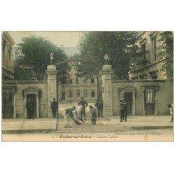carte postale ancienne 71 CHALON-SUR-SAONE. Caserne Carnot. Corvée de balayage pour Militaires 1905