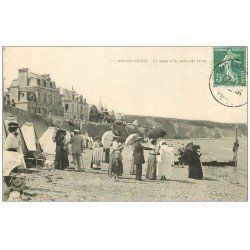 carte postale ancienne 14 ARROMANCHES. Digue et Falaise de Tracy 1909