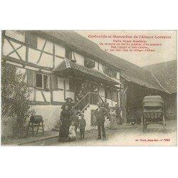 carte postale ancienne 67 ALSACE LORRAINE. Vieille Maison Alsacienne et Famille