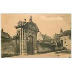 carte postale ancienne 14 BAYEUX. Entrée Ancien Evêché