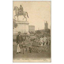 carte postale ancienne 69 LYON. Attelage Ane Place Bellecour. Equipage pour Enfants 1921