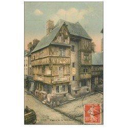 carte postale ancienne 14 BAYEUX. Labbé Restaurateur rue Saint-Martin 1911 Loge à pied
