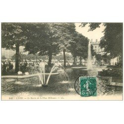 carte postale ancienne 69 LYON. Bassin Place Bellecour 1910