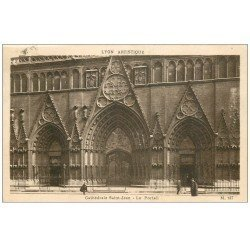 carte postale ancienne 69 LYON. Cathédrale Saint-Jean Portail vers 1935