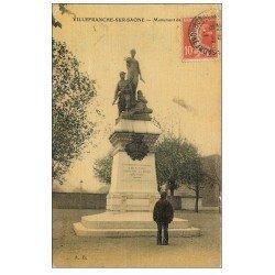 carte postale ancienne 69 VILLEFRANCHE-SUR-SAÔNE. Monument des Combattants 1911. Carte toilée