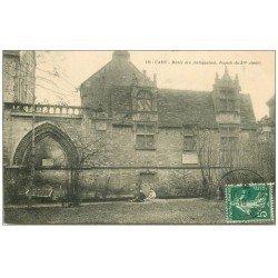 carte postale ancienne 14 CAEN. Gamins au Musée des Antiquaires 1910