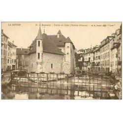 carte postale ancienne 74 ANNECY. Palais de l'Isle, animation à droite