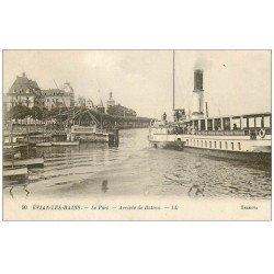 carte postale ancienne 74 EVIAN-LES-BAINS. Le Port arrivée de Bateau