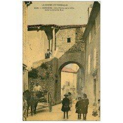 carte postale ancienne 26 DONZERE. Porte de la Ville Grande Rue 1911. Superbe animation