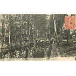 carte postale ancienne 78 LE VESINET. Cycliste à la Cascade Rue des Ecoles 1929