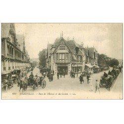 carte postale ancienne 14 DEAUVILLE. Fiacres et Voitures Taxi d'époque rues Ecluse et Casino 1921