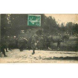 carte postale ancienne 78 CAMP DE MAISONS-LAFFITTE. Cantine pendant la Halte en Manoeuvre. Attelage ravitaillement