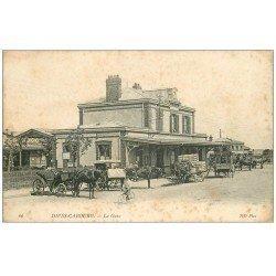 carte postale ancienne 14 DIVES. La Gare Diligence du Grand Hôtel 1907