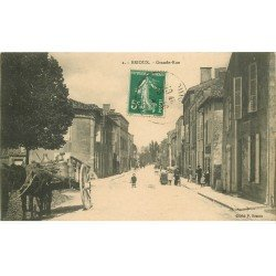 carte postale ancienne 79 BRIOUX SUR BOUTONNE. Attelage laitier sur Grande Rue 1914