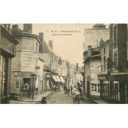 carte postale ancienne 79 THOUARS. Coiffeur et Tabac Rue Porte de Paris