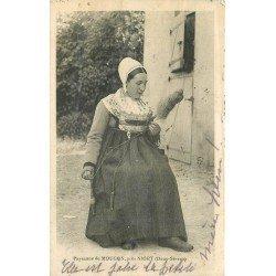 carte postale ancienne 79 MOUGON. Paysanne Fileuse 1913