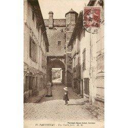 carte postale ancienne 79 PARTHENAY. Une Vieille Porte 1923