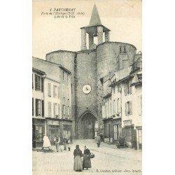carte postale ancienne 79 PARTHENAY. Porte de l'Horloge 1920