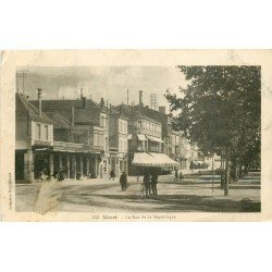 carte postale ancienne 79 NIORT. La Rue de la République 1917 Grand Café. Timbre enlevé...