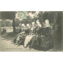 carte postale ancienne 79 NIORT. Paysannes en costumes traditionnels 1905