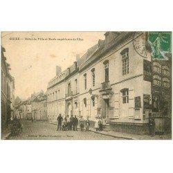 carte postale ancienne 02 GUISE. Hôtel de Ville et Ecole de Filles 1923. Petit pli coin gauche...