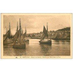 carte postale ancienne 14 HONFLEUR. Bassin Bateaux de Pêche
