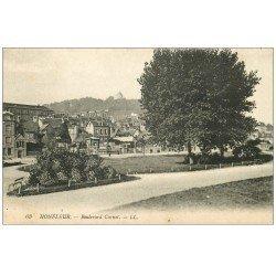 carte postale ancienne 14 HONFLEUR. Boulevard Carnot Vendeur de journaux 1920