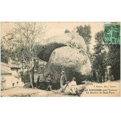carte postale ancienne 81 CASTRES LE SIDOBRE. Le Rocher des Sept-Faux vers 1910