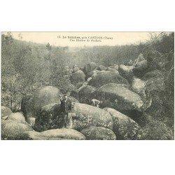 carte postale ancienne 81 CASTRES LE SIDOBRE. Une Rivière de Rochers personnage et son Chien