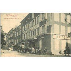carte postale ancienne 81 CASTRES. Fiacre autocar devant le Grand Hôtel du Nord et jeune Facteur à vélo