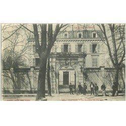 carte postale ancienne 81 CASTRES. La Banque de France belle animation