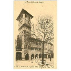 carte postale ancienne 82 SAINT-ANTONIN-NOBLE. Hôtel de Ville animation