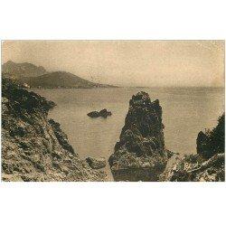 carte postale ancienne 83 AGAY. Rochers au Dramont 1933