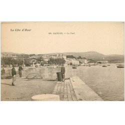 carte postale ancienne 83 BANDOL. Le Port avec Pêcheurs et nasse pour la pêche