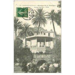 carte postale ancienne 83 HYERES. Kiosque de la Musique grosse animation 1908