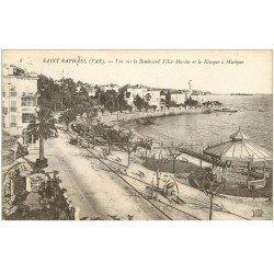 carte postale ancienne 83 SAINT-RAPHAEL. Boulevard Félix Martin Kiosque à Musique 1919