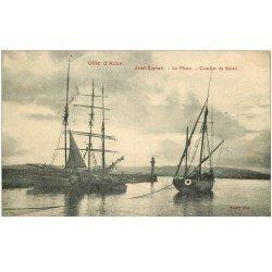 carte postale ancienne 83 SAINT-RAPHAEL. Le Phare et Bateaux de Pêcheurs Voiliers 1907