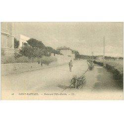 carte postale ancienne 83 SAINT-RAPHAEL. Promeneur Boulevard Félix Martin