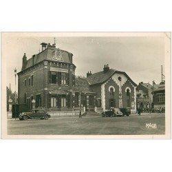carte postale ancienne 02 HIRSON. Hôtel de Ville 1952. Traction Avant et écoliers. Bar de la Mairie. Photo Carte